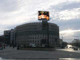 Large outdoor video screen in Chelyabinsk