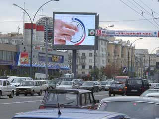 Huge outdoor advertising LED screens-twins in Moscow