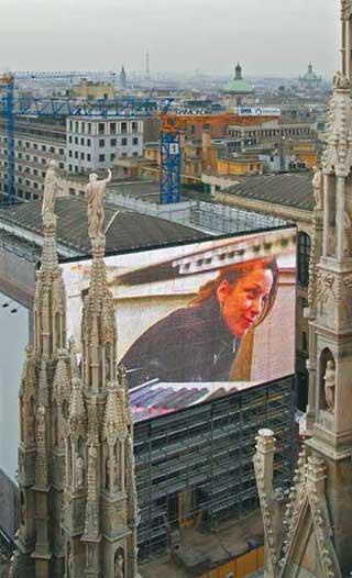 """Светодиодный медиа-фасад музея """"Аренгарио"""" в Милане"""