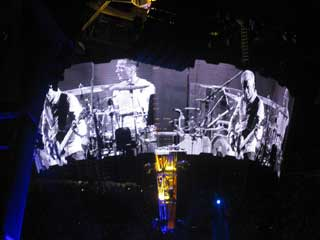 Gigantic round LED video screen by Barco for the U2 world tour
