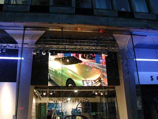 Façade media avec un grand écran LED PSA Peugeot Citroën, Paris, France