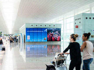 JCDecaux video wall in the Barcelona airport