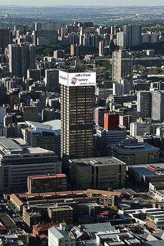 Самый большой в мире светодиодный экран на башне Absa в Йоханнесбурге