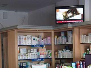Экран цифровой рекламы в аптеке