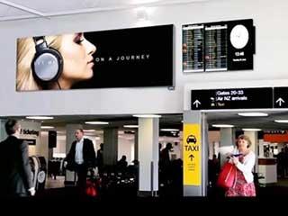 Цифровой билборд в аэропорте Окленда