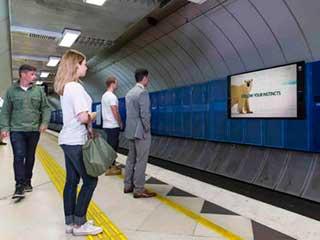 Цифровой билборд в метро Мельбурна