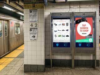 Интерактивные цифровые вывески в метро Нью-Йорка