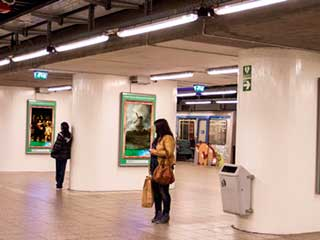 Subway digital art gallery in Amsterdam and Rotterdam displaying masterpieces from Rijksmuseum