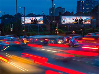 Deux écrans LED par Outdoor Plus à Londres au Henlys Corner