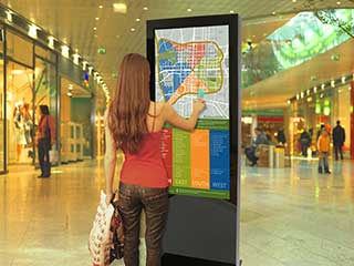 Quiosque digital interativo no shopping