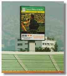 Большой электронный экран табло панно на стадионе