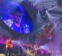 Большой электронный табло панно экран на концерте группы Rolling Stones