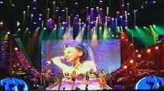 Большой электронный экран на концерте Spice Girls